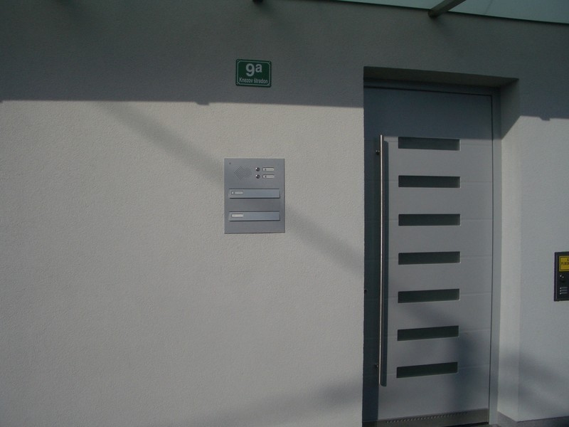 Vgradni poštni nabiralnik za vrata